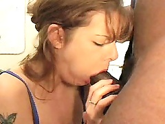 Eager Mommy Racheal Feels The Enormous Black Cock Inside Her Pussy